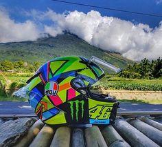 frankye_58👋Hello friends of instagram!✊💨💨💨 #goodmorning#soleluna#helmet#vr46#fortysix#valeyellow46#motogp#teamyamaha#drudiperfomance#monsterenergy#agv#46yellow#iostoconvale#motocycle#supersport#motorbike#sportbike#instamotogallery