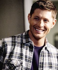 Dean Winchester Supernatural Rock And A Hard Place. What an fabulous smile! Jensen Ackles, Jared And Jensen, Winchester Supernatural, Sam And Dean Winchester, Winchester Brothers, Supernatural Signs, Cw Series, Misha Collins, Superwholock