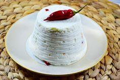 Formaggio fatto in casa al peperoncino, ricetta golosa