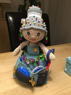 Crochet Dolls Free Patterns, Bird Patterns, Crochet Doll Pattern, Amigurumi Patterns, Doll Patterns, Crochet Granny, Knit Crochet, Basket Flower Arrangements, Crochet Woman