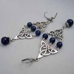 pendientes con lapislazuli y triángulos celtas  acero inoxidable,lapislázuli,metal plateado manual