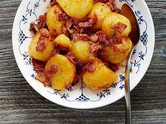 Pekoni tuo perunaruokaan makua ja ruokaisuutta. Tarjoa pekoniperunoiden kanssa raikasta salaattia.