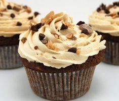 Sizde benim gibi bir kahve severseniz ve kahve çeşitleriyle değişik tatlar arıyorsanız buyrunÇikolatalı Mocha Cupcake tarifine.