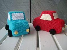 Biler med skumgummi   Hæklet bil Garn: 8/4 bomuld. Hæklenål: 3 Skumgummi eller vat. Evt. hjul.  Bil - siderne Slå 40 luftmasker op, og hækl...
