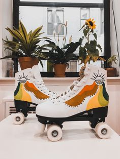 Retro Roller Skates, Roller Skate Shoes, Roller Rink, Roller Derby, Roller Skating, Quad Squad, Christmas Gifts For Mum, Skate Photos, Hippie Painting