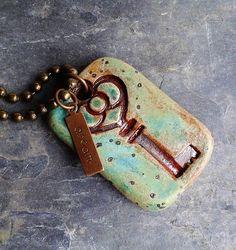 Ceramic Key Pendant in Turquoise Moss glazes skeleton par Artgirl56