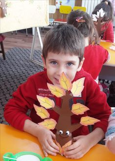 Autumn Leaves, Activities For Kids, Fall Leaves, Children Activities, Autumn Leaf Color, Kid Activities, Petite Section, Kid Crafts