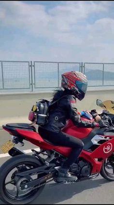 Tic Tok, Girl Smoking, Kawasaki Ninja, Street Bikes, Biker Girl, Cbr, Cars And Motorcycles, Motorbikes, Yamaha