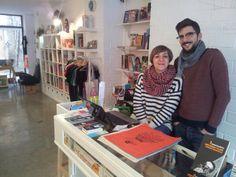 El Armadillo Ilustrado es una librería gráfica especializada en todo tipo de libro ilustrado, álbum infantil/juvenil, cómic, libro de artista, novela independiente, exposiciones, talleres de dibujo, venta de complementos (crafts) y muchas otras cosas.