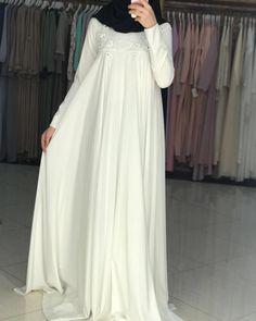 333 отметок «Нравится», 2 комментариев — islamskaya odejda (@rudana_zigarova) в Instagram: «Цена:12000» Islamic Fashion, Muslim Fashion, Modest Fashion, Abaya Mode, Summer Dresses Online, Hijab Style Dress, Modele Hijab, Hijab Stile, Hijab Trends