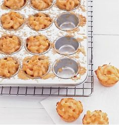 mini mac and cheese bites.i want to add panko and use white cheddar and smoked gouda.i can turn any mac and cheese recipe into mini mac and cheese bites right? Think Food, I Love Food, Good Food, Yummy Food, Holiday Appetizers, Appetizer Recipes, Cheese Appetizers, Appetizer Party, Wine Recipes
