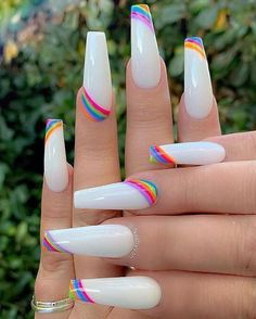Semi-permanent varnish, false nails, patches: which manicure to choose? - My Nails Aycrlic Nails, Dope Nails, Coffin Nails, Glitter Nails, Bling Nails, Coffin Acrylics, Rhinestone Nails, Summer Acrylic Nails, Best Acrylic Nails