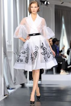 Karlie Kloss Photos - Karlie Kloss walks the runway during the Dior Haute-Couture 2012 show as part of Paris Fashion Week at Salons Christian Dior on January 2012 in Paris, France. - Dior: Runway - Paris Fashion Week Haute Couture S/S 2012 Dior Fashion, Runway Fashion, Fashion Models, Fashion Show, Fashion Dresses, Fashion Design, Paris Fashion, Steampunk Fashion, Gothic Fashion