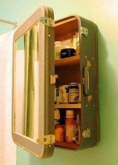 Een oude koffer over? Gebruik het als opberg kastje.