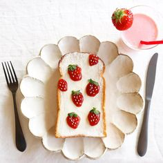 Strawberry toast by Nayoko *・☆・*. (@nayoko054)