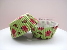 CUPCAKE LINERS, garden butterfly pattern , Cupcake papers - BUTTERFLY Cupcake - Grease proof cupcake pan liners - (green) (24 liners)