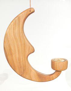 Das Mondlicht aus Kirschholz - mit Teelichtglas sorgt für eine schöne Stimmung am Abend, beim Vorlesen oder einfach im Fenster...  Wer es haben will: http://de.dawanda.com/product/53965519-Mond-mit-Kerze-Teelicht