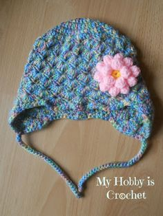Shell stitch hat with ear flaps, found on : http://www.myhobbyiscrochet.com/2013/04/shells-baby-hat-with-ear-flaps.html