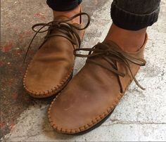 Making Your Own Footwear - 10 DIY Shoes for Comfort and Style Saddle Shoes, Shoe Boots, Men Boots, Leather Moccasins, Leather Sandals, Minimalist Shoes, Barefoot Shoes, Shoe Pattern, How To Make Shoes