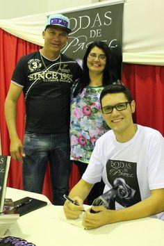 O #escritor #DanielMoraes autografando o #livro #BodasDePapel para os queridos Carlos Alberto e Helena no interior de #SP na cidade de #BragançaPaulista