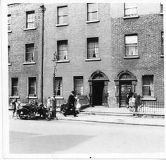James Joyce's Ulysses Ireland Pictures, Old Pictures, Old Photos, Dublin Street, Dublin City, Ireland People, Photo Engraving, Ireland Homes, James Joyce