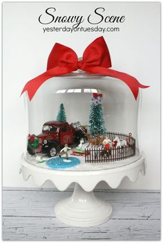 ideas on how to display christmas village - Xmas Ideas 2020 Noel Christmas, Winter Christmas, All Things Christmas, Vintage Christmas, Christmas Vignette, Snowing Christmas Tree, Christmas Globes, Spanish Christmas, Xmas Trees