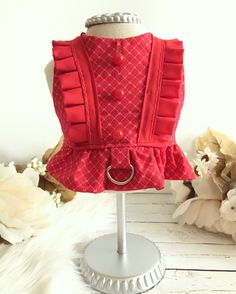 Argyle print with small pink hearts cotton harness. Accented with ruffle trim and three red buttons on the back. Harness comes with a D-ring and Velcro closure on neck and belly. Check out this other gorgeous harness. https://www.etsy.com/listing/483773225/tala-dog-harness-puppy-dress-native https://www.etsy.com ::::::: Please be advised that there is no standard sizing system for pet clothing. Measure your fur baby and compare to the chart provided in th...