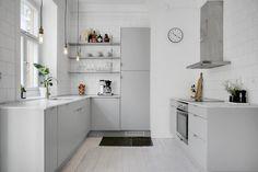 Home Interior Vintage Kitchen Dinning, New Kitchen, Kitchen Decor, Kitchen Design, Kitchen Colour Schemes, Cuisines Design, Kitchen Interior, Cool Kitchens, Home Remodeling