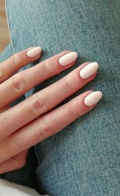 Related posts:Cute glitter used for these nailsHalf moon manicure and many ringsPlum nails with glitter Neutral Nails, Nude Nails, Nail Manicure, Kiss Nails, Manicure Ideas, Manicures, Gorgeous Nails, Pretty Nails, Milky Nails