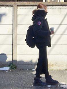 寒かった昨日の通勤服。 家の周りが雪だらけで ヌプシから抜け出せず。 ホワイトモカも手放せず☕︎ Canada Goose Parka, Canada Goose Jackets, Kensington Parka, Winter Outfits, Summer Outfits, Parka Coat, Red Parka, Hooded Sweatshirts, Fashion Styles