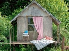 We love a gingham treehouse.