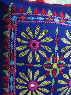 Colors Embroidery On Kurtis, Kurti Embroidery Design, Hand Embroidery Dress, Embroidery Saree, Indian Embroidery, Hand Embroidery Stitches, Hand Embroidery Designs, Diy Embroidery, Diy Cushion Covers