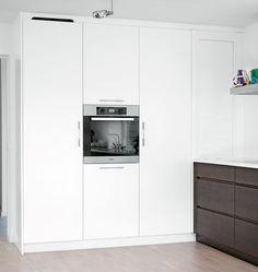 GRIP RØGET EG ESPRESSO / LINDÖ REN HVID - Kvänum Køkken Home Kitchens, Modern Kitchens, Stacked Washer Dryer, Espresso, Innovation, Kitchen Cabinets, Home Appliances, Oslo, Studio