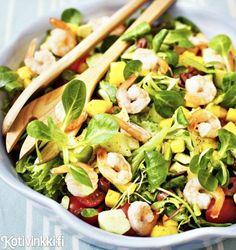 Salaatti avokadosta, mangosta ja paistetuista katkaravuista | Kotivinkki Pasta Salad, Cobb Salad, Sprouts, Salads, Mango, Vegetables, Ethnic Recipes, Drinks, Food