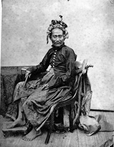 COLLECTIE TROPENMUSEUM Portret van Goesti Njoman Kaler een rijksbestuurder uit Lombok.