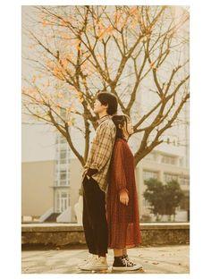 Korean Photoshoot, Couple Photoshoot Poses, Couple Photography Poses, Pre Wedding Photoshoot, Wedding Poses, Couple Posing, Couple Shoot, Film Photography, Photografy Art