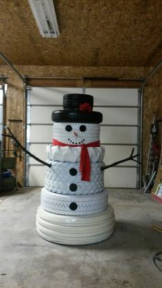 How to turn the old tires into these cute snowmen ? Old tires can be repurposed to make a fun snowman for an outdoor Christmas decoration. Outside Christmas Decorations, Christmas Porch, Christmas Snowman, Simple Christmas, Christmas Holidays, Christmas Ornaments, Snowman Crafts, About Christmas, Diy Outdoor Christmas Decorations