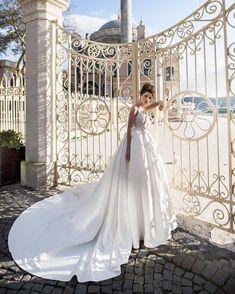 Katie Marie Weddings - Blammo Biamo for Rara Avis Group The Rise Bridal Collection - Beata Gown Wedding Dress Boutiques, Designer Wedding Dresses, Wedding Pics, Wedding Blog, Bridal Gowns, Wedding Gowns, Rara Avis, Wedding Reception Venues, Princess Wedding Dresses