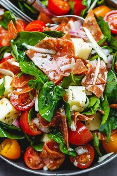 Spinach Salad with Mozzarella, Tomato & Pepperoni - Healthy and delicious, this spinach salad is so simple and perfect for a quick lunch. Healthy Recipes Spinach Salad with Mozzarella, Tomato & Pepperoni Spinach Salad Recipes, Healthy Salad Recipes, Chicken Spinach Salads, Salad With Spinach, Fresh Mozzerella Recipes, Recipes For Salads, Lunch Salad Recipes, Salad With Fruit, Fresh Fruit