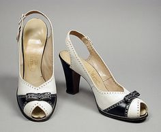 Shoes ca. 1942 via The Los Angeles County Museum of Art 1940s Shoes, Retro Shoes, Vintage Shoes, Vintage Accessories, Vintage Outfits, 1940s Fashion, Vintage Fashion, Petite Fashion, Women's Pumps