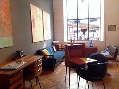 #vintagstadl #vienna Vienna, Corner Desk, Conference Room, Spaces, Table, Furniture, Home Decor, Homemade Home Decor, Corner Table