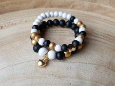 armband. armbandjes met houten kralen en een goudkleurige bedel voor meisjes  https://m.facebook.com/beadsforyoubyariena