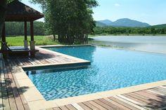 Piscine TOP-A : TOP est une piscine d'angle idéale pour aménager une terrasse ou une plage originale.