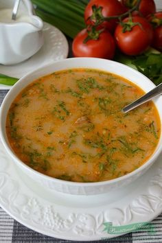 Trebuie sa recunosc ca nu gatesc prea des ciorba din carne de vitel, mie imi… Lunches And Dinners, Meals, Soup Recipes, Dinner Recipes, Romanian Food, Hungarian Recipes, Marinated Chicken, Soups And Stews, Curry