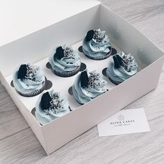 #cooking #cake #cupcakes #капкейки #капкейкиназаказ #капкейкикиев #тортназаказ #тортбезмастики #торткиев #люблюготовить #домашняякондитерская #сднемрождения Fancy Cupcakes, Baking Cupcakes, Wedding Cupcakes, Cupcake Cakes, Cake Cookies, Beautiful Desserts, Beautiful Cakes, Cupcakes Decorados, Konditor