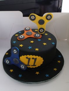 Fidget spinner birthday cake