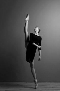 Ideas photography dance ballet tutus for 2019 Ballet Art, Ballet Dancers, Dance Aesthetic, Black And White Bodies, Black White, Ballet Dance Photography, Gymnastics Photography, Dance Movement, Dance Poses