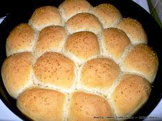 Σπιτικό ζυμωτό ψωμί - βήμα βήμα και για άσχετους | SheBlogs.eu Hamburger, Food And Drink, Bread, Snacks, Recipes, Appetizers, Brot, Recipies, Baking