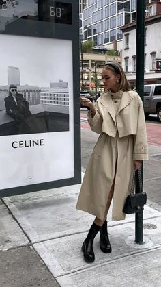 Winter is approaching and together with it even the cold and that bad weather. This is why it's time to add coats on your wardrobe. Fall Fashion Outfits, Mode Outfits, Look Fashion, Winter Outfits, Womens Fashion, Spring Outfits, Celine, Mantel Outfit, Mode Ootd