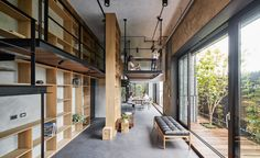 Image 13 of 43 from gallery of Life in Tree House / Soar Design Studio. Photograph by Hey! Modern Home Interior Design, Interior Design Studio, Interior Design Inspiration, Store Lamelle, Sarasota School, Studio Loft, Beam Structure, Style Loft, Solid Wood Flooring